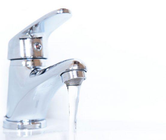 Conseils pour économiser l'eau des lavabos et éviers